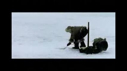 Ескимос лови риба - изненада :) Смях