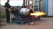 Авио механици много щуро тестват самолетен реактивен двигател!