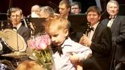 3 годишен барабанист в филхармоничния оркестър
