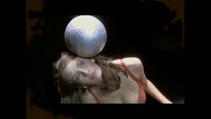 Какво му трябва на един мъж - Секси жена и Футбол !