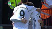 Юнайтед вкара след двоен подарък от разсеян защитник