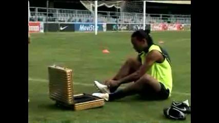 Ronaldinho - Crossbar Challenge