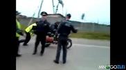 Полицай идиот с мотор