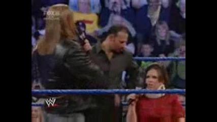 Triple H се бъзика с България