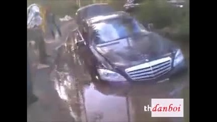 Луди руснаци бутат Мерцедес Amg в калта :)