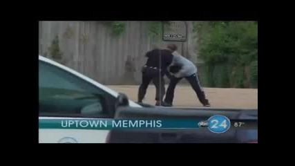 Полицай Изкъртва от бой Бандит!