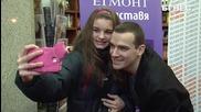 Емил Конрад провокира километрична опашка за книгата си в центъра на София