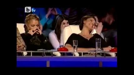 Възрастна Българка се съблече на сцената на Бг търси талант