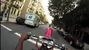 Мотористи се закачат с полицията.