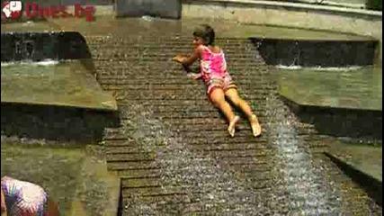 Ох, баня, цигани се къпят в градския фонтан