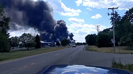 USA: Authorities order evacuations following massive chemical fire in Illinois