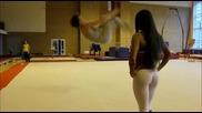 Руска красавица отдадена на спорта!