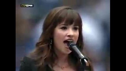 Химна на Америка - Demi Lovato пее the National Anthem на живо на Fox Hq