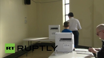 Canada: Liberal leader Trudeau casts his vote in tight election race
