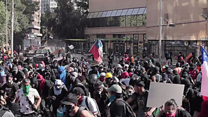 Chile: Riot police clash with protesters as anti-government rallies continue