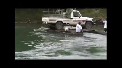 Как се преминава през река с Джип