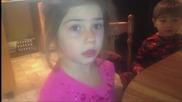 Родители казват на деца, че са им изяли бонбоните от Хелоуин