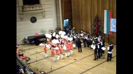 Мажоретките закриват Коледения концерт на 1. Аег 2009