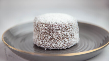 Кексчета Ламингтън със солен карамел | Гурме за всеки ден: Десерти | 24Kitchen Bulgaria