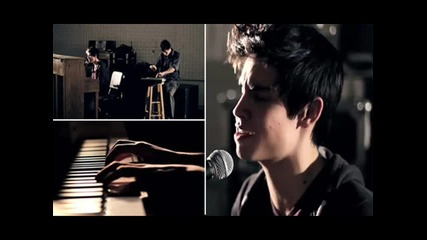 Sam Tsui singing Hold It Against Me by Britney Spears