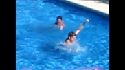 Лигльото Го учат да плува мн мн смях :d:d:d:d:d