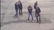 Българи избухват в столично училище стил Harlem Shake