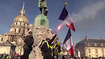 Франция: Сълзотворен газ, гранати срещу протеста на жълтите жилетки