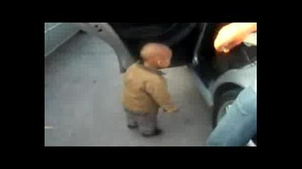 Детето кърти