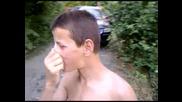 Дете пуши през ушите