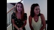 Две момичета пеят when i look at you