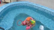 Бобо на плуване