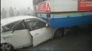 Зрелищна верижна катастрофа с 50 коли заради мъглата - 24.01.2016