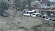 Наводнение и цунами във Варна отнася кола - 19.06.2014 г