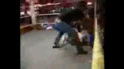 Бокс Между Малки Хора