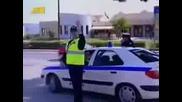 Смях - Полицай спира моторист !!!