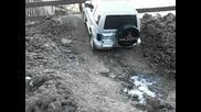 Tamiya Mitsubishi Pajero auf vereister Offroadstrecke