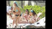 Dulce Maria tomando sol em hotel de Acapulco, Mexico (14.03.09) Parte 1 [bg subs]