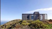 Дом на брега на окена