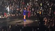Деми и Иги Savior на живо на Tell Me You Love Me Tour