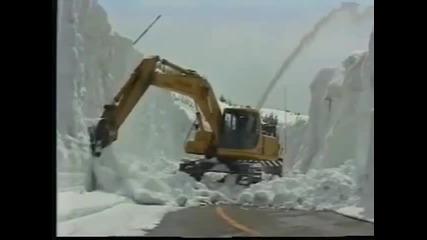 Така работят снегорините в Япония