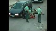 Lud prebiva policai!