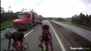 Луди велосипедисти карат със 124 км/час