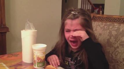 2 Част - Родители казват на деца, че са им изяли бонбоните за Хелоуин