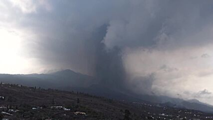 Spain: Eruption continues in La Palma, spewing ash and smoke over island