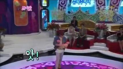 Eunhyuk от Super Junior танцува на Justin Bieber - Baby