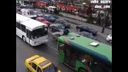 Скок от моста на Ндк върху автобус