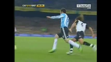 Gonzalo Higuain i Carles Puyol