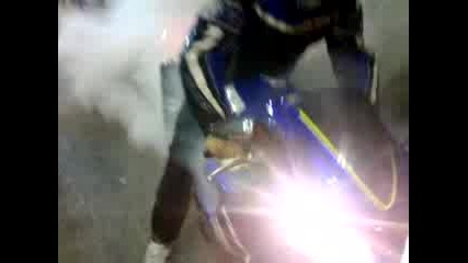 Yamaha R1 burn out