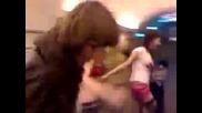 Много пияни момичета в метрото!! смях