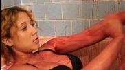 Моделка се къпе в свинска кръв, за да не остарее